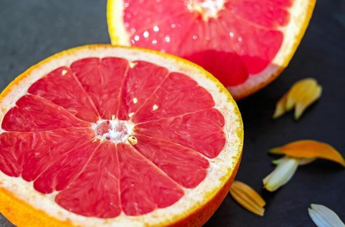 Lesen Sie 10 Gründe, warum ist es gesund, Grapefruit zu trinken